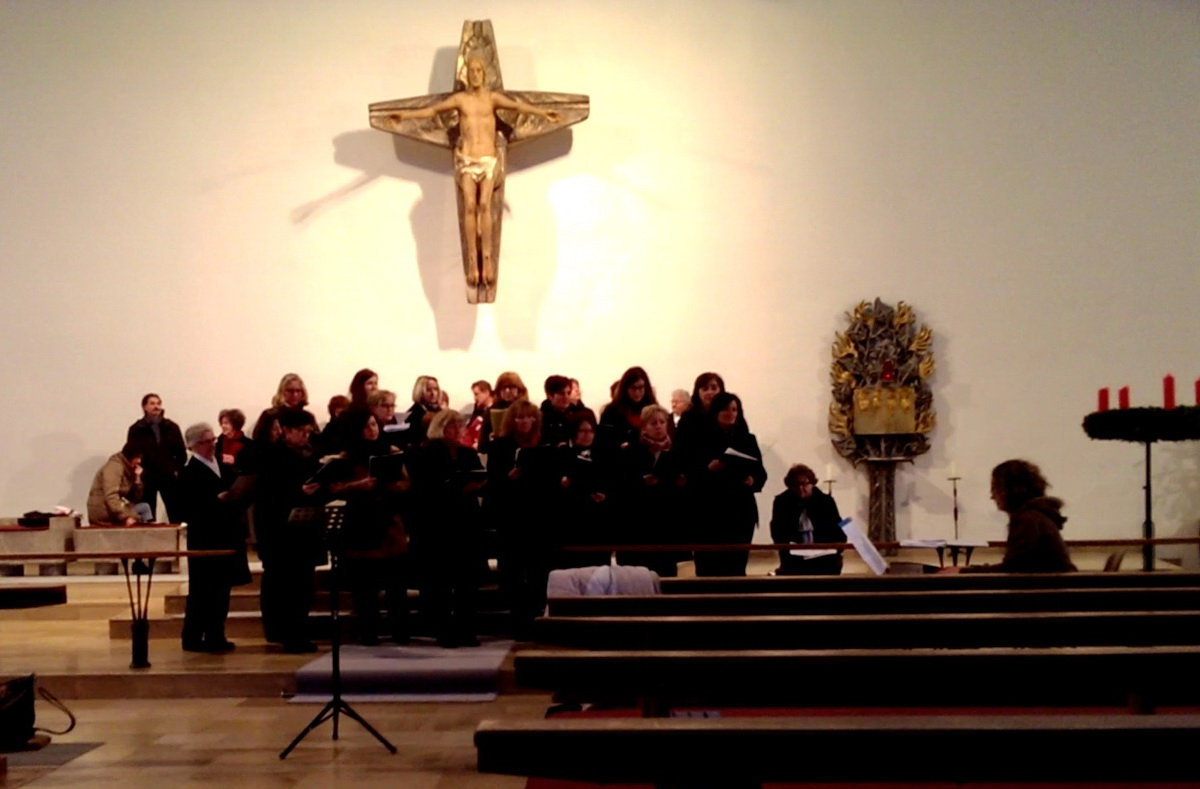 Die Frauen des Aufhauser Chors bei ihrem Alma Redimdtoris